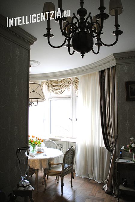австрийские шторы в поднятом виде