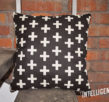 Подушка с крестами