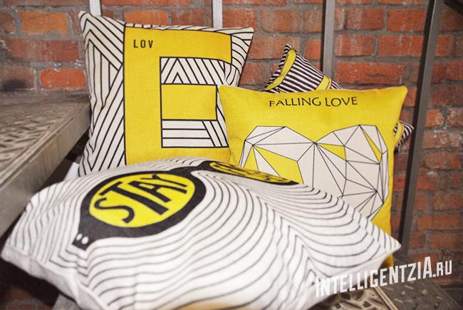 декоративные желтые подушки