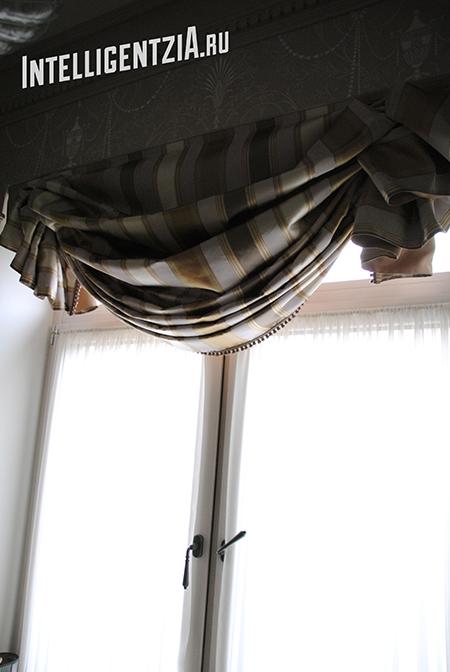 лондонская штора в поднятом виде