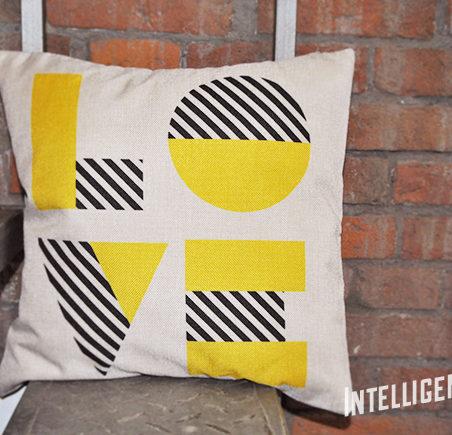 Подушка с надписью Love
