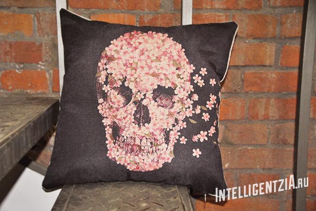 подушка с черепом