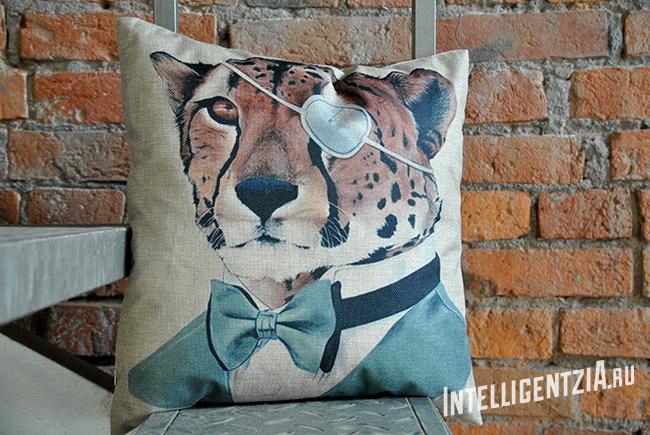 подушка с леопардом