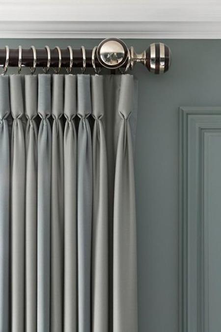 серые классические шторы