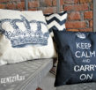 "подушка ""keep calm and carry on"" с короной"